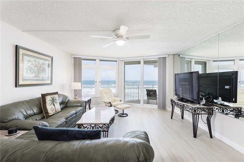 Blue Surf 305, 2 Bedrooms, Pool Access, Sleeps 5, vacation rental in Ponce Inlet