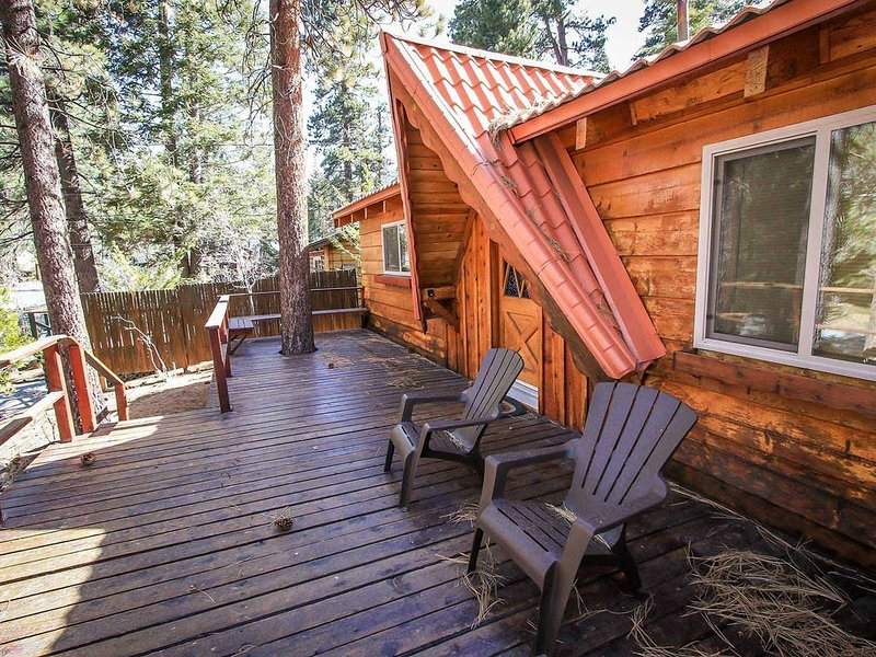 Cabin Idle Ours Rustic Fawnskin 2 BR Single Level, vacation rental in Lucerne Valley