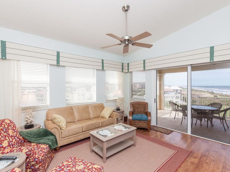 Top Floor Penthouse Oceanfront Beauty 461 - Best views in the community!!, holiday rental in Palm Coast