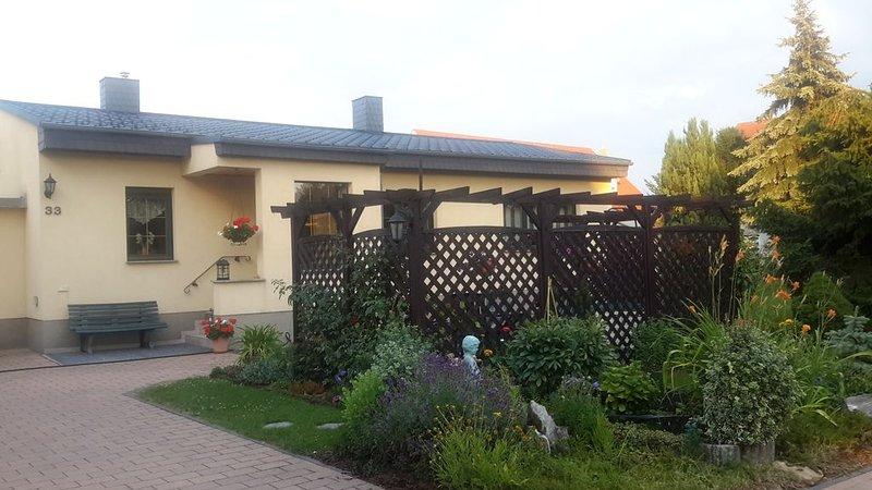 Ferienhaus an der Weinstraße_modern_gemütlich_zentral, location de vacances à Coswig