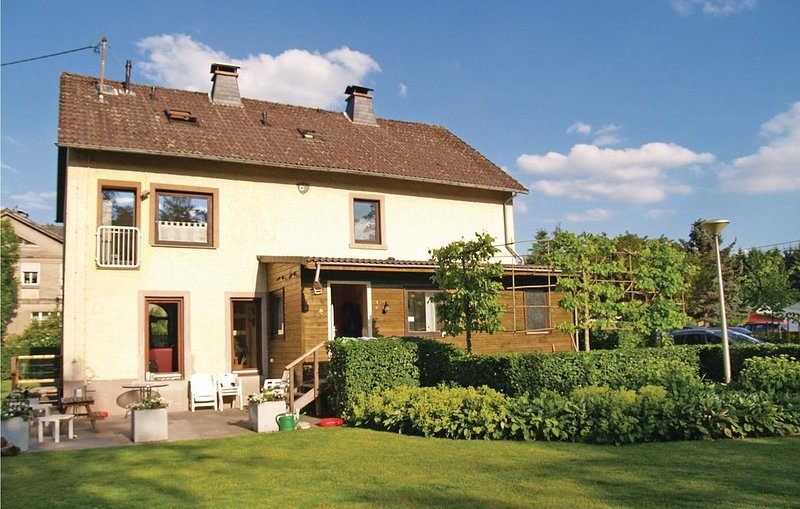 7 bedroom accommodation in Lünebach, holiday rental in Pluetscheid