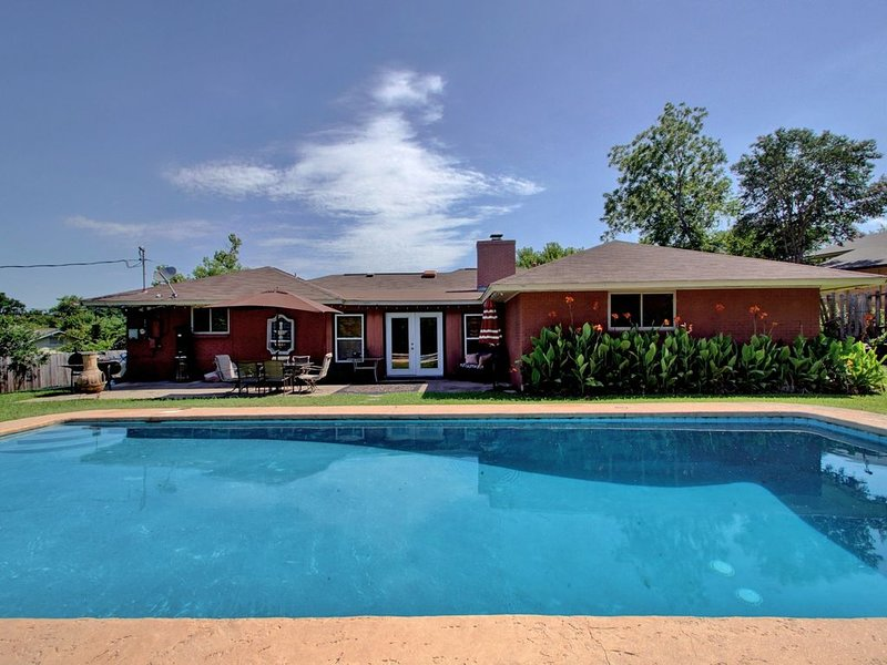 Spacious Home With Pool For Up To 10 Guests, holiday rental in Webberville