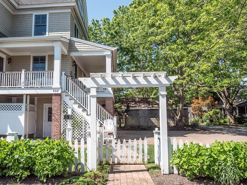 *** THE CORNER BEACH HOUSE-Week of August 15, 2020 Open! ***, holiday rental in Cape May
