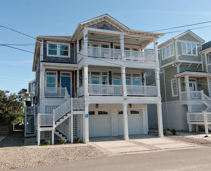 Gorgeous and inviting beach house only a few steps to the ocean, holiday rental in Wrightsville Beach