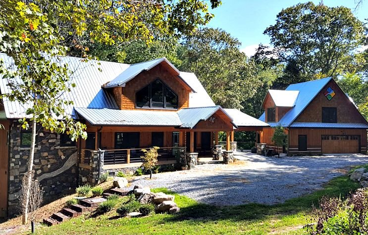 A River Mist Too - Riverfront luxury with 2 firepits, Hot Tub, Pool Table, outdo, holiday rental in Sugar Grove
