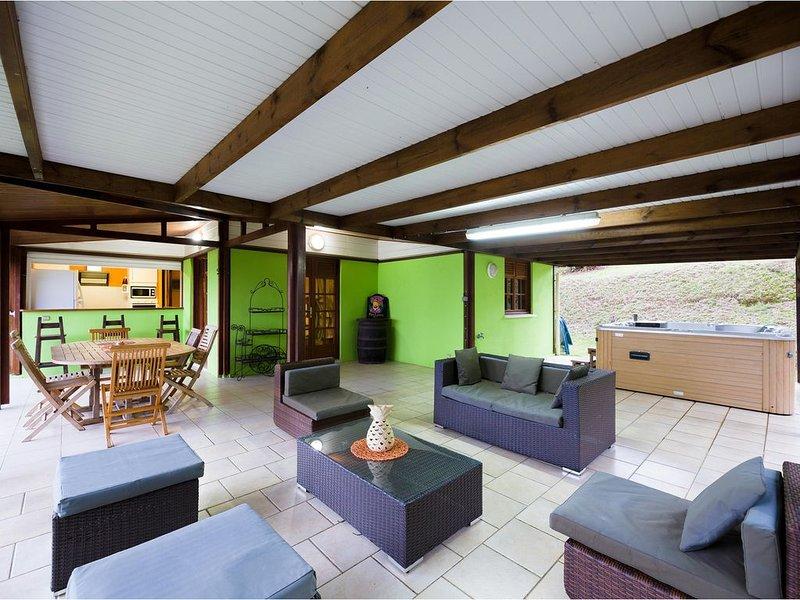 Villa Du Petit Paradis sur la commune du carbet vue mer des caraibes, holiday rental in Martinique