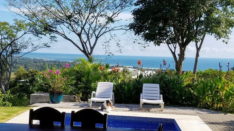 Private Home Perfect for First Time Visitors! Safe, Peaceful & Close to Beach, location de vacances à Garabito Municipality