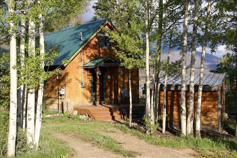 Cozy Cabin, Spectacular Mountain & Lake Views!, holiday rental in Grand Lake