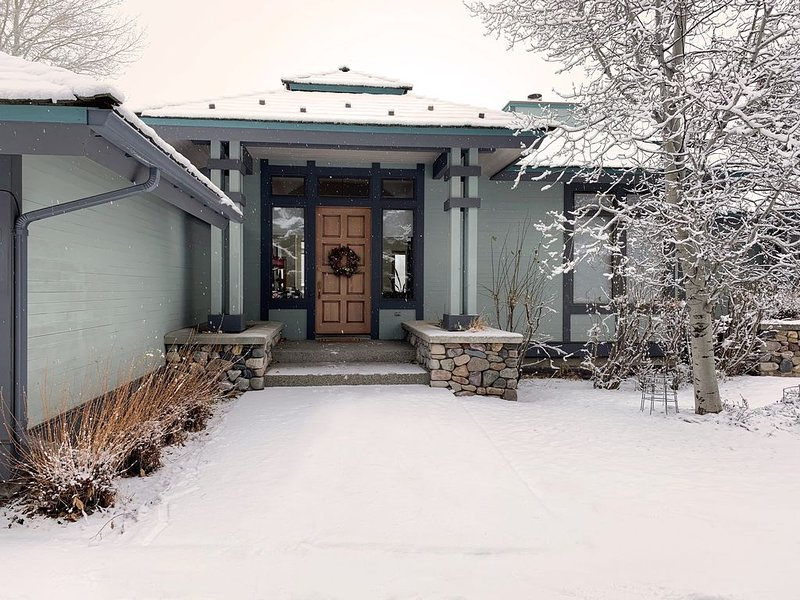 Beautiful Single Story View Home on 12th Green Of Elkhorn Golf Course., vacation rental in Hailey