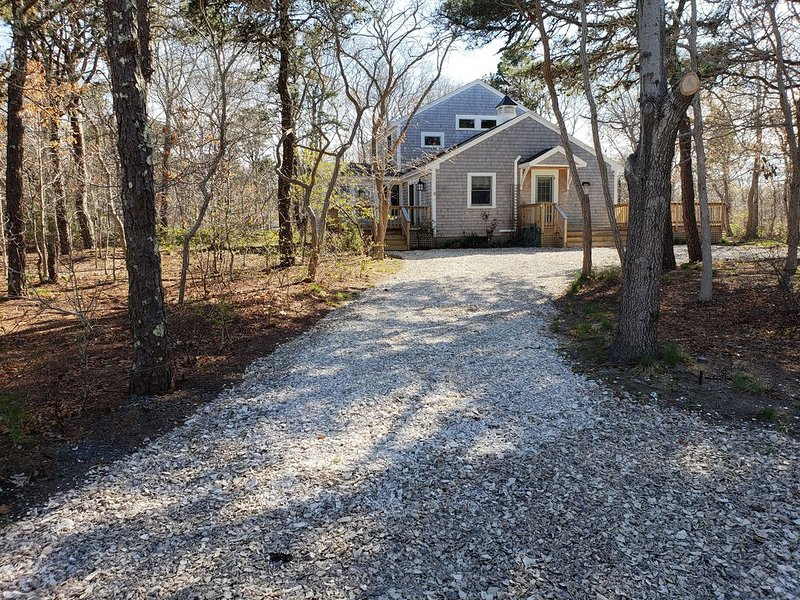 Classic Beach House Getaway, Sunny, Secluded, Spacious & Built for Comfort, Ferienwohnung in Eastham