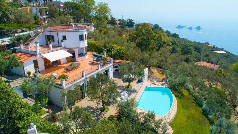 A stunning terraced villa with breathtaking views across the Amalfi Coast, Ferienwohnung in Massa Lubrense