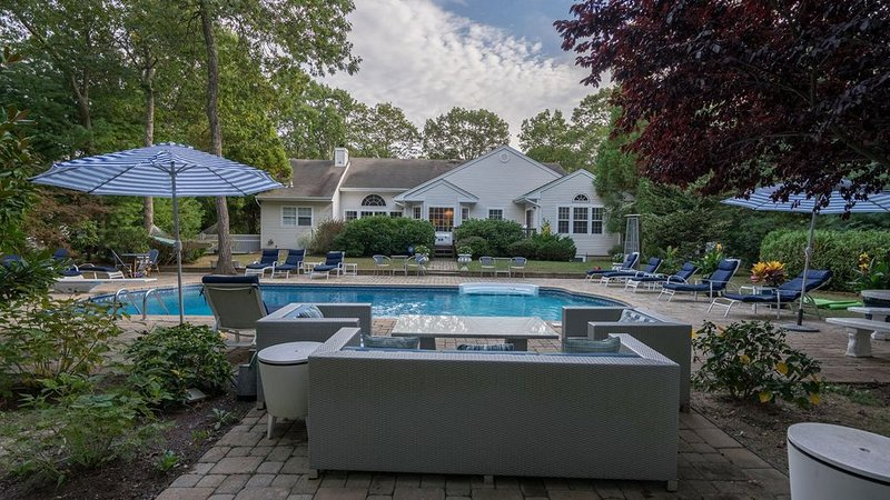 Spectacular Mini-Resort in Westhampton w/ Heated Pool, Game Room, Deluxe..., vacation rental in Westhampton