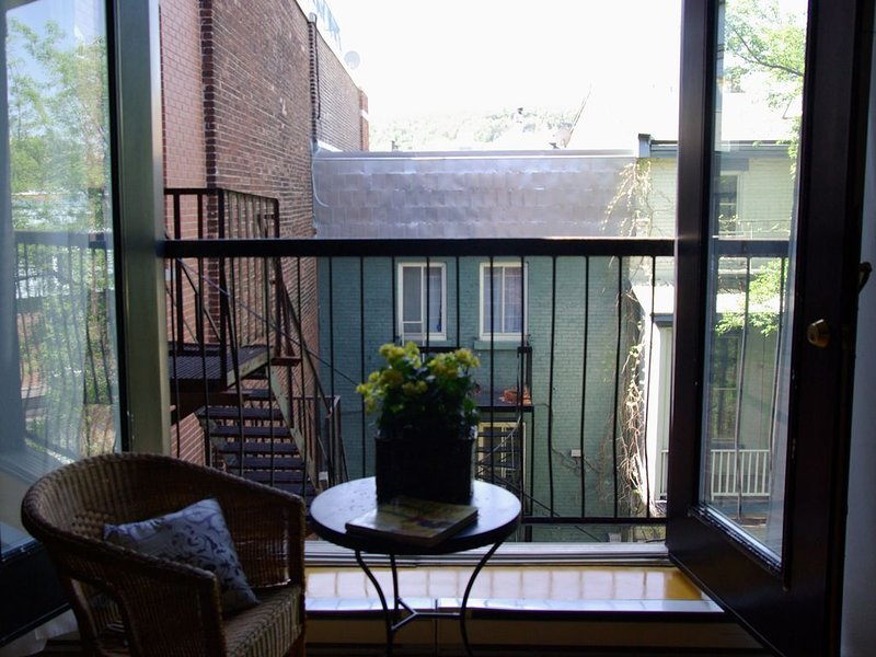 Chic Bohemian Loft With View Of Mt Royal-In The Heart Of Trendy Plateau Mt-Royal, vacation rental in Montreal