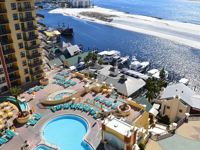 Emerald Grande 10th Flr�⛵ �Perfect View of the Gulf, Harbor, & Pool�, holiday rental in Niceville