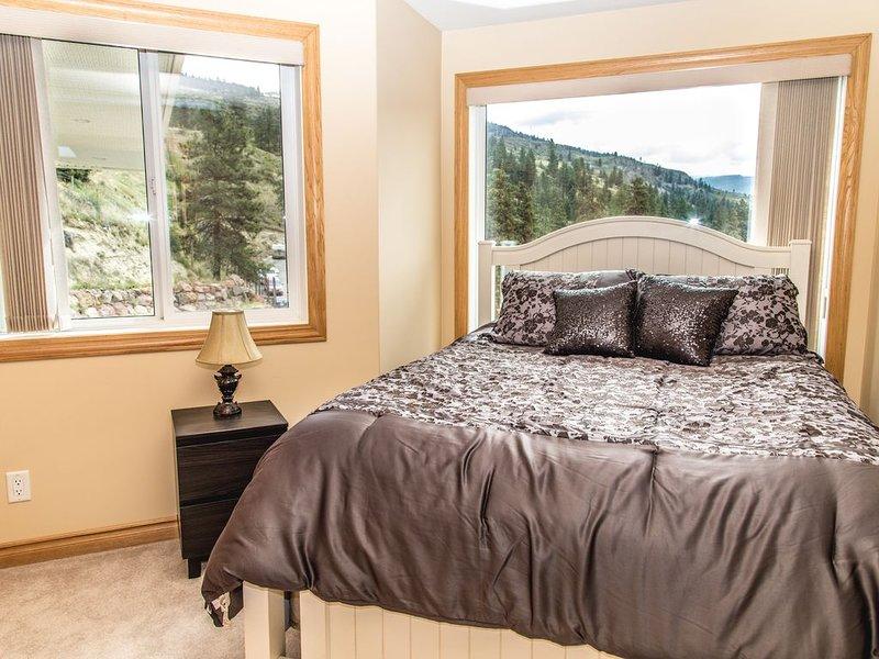 Bedroom 5 (Queen)