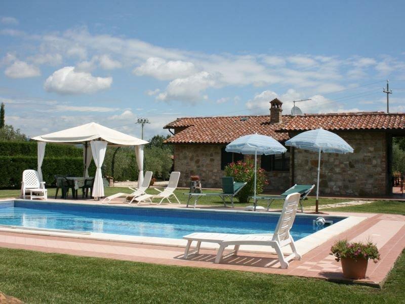 Villa al piano terra per 8 persone con piscina e  giardino privati, situata vici, vacation rental in Borghetto