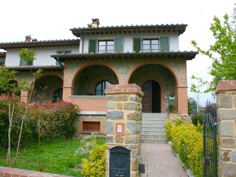 Villetta appena fuori dal piccolo paese di Ciggiano raggiungibile a piedi, e a c, holiday rental in Stia