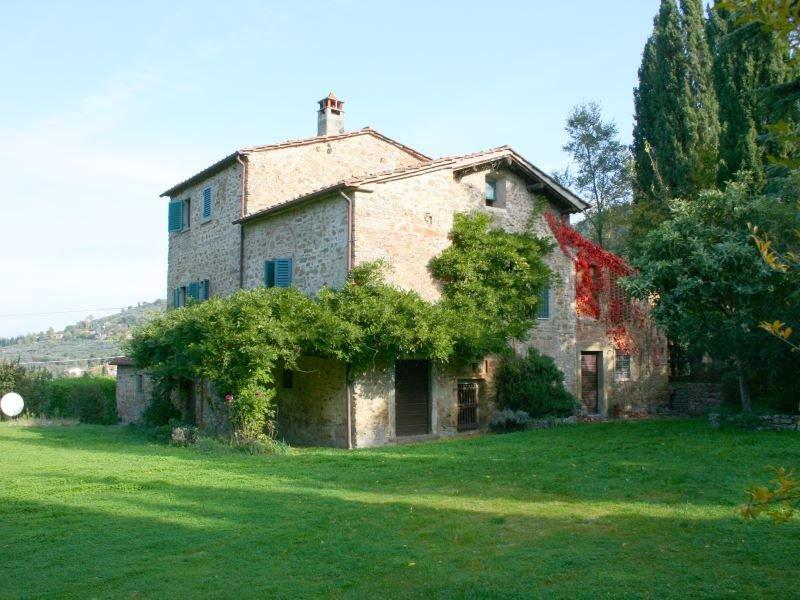 Villa in pietra per 6 persone con giardino e piscina privati. Ottimo rapporto qu, vacation rental in Rigutino