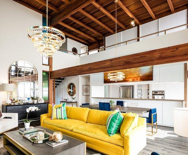 Modern House Steps from Beach with Panoramic Ocean Views, casa vacanza a Corona del Mar