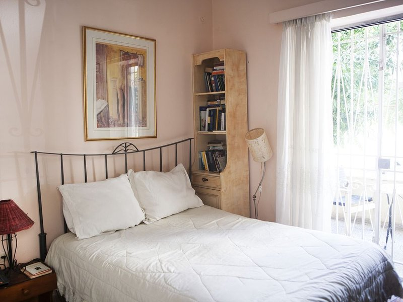 Characterful house in a beautiful and lively suburb near to central Athens., holiday rental in Vrilissia