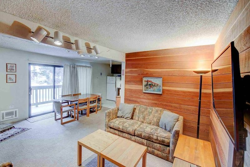 Quaint one bedroom, 1.25 bathroom mountain condo, Sherwin Villas #63, In town -, vacation rental in Mammoth Lakes