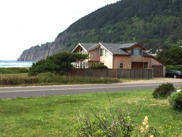 NKN TREASURE ~ Beach front home with fabulous ocean views!, alquiler de vacaciones en Nehalem