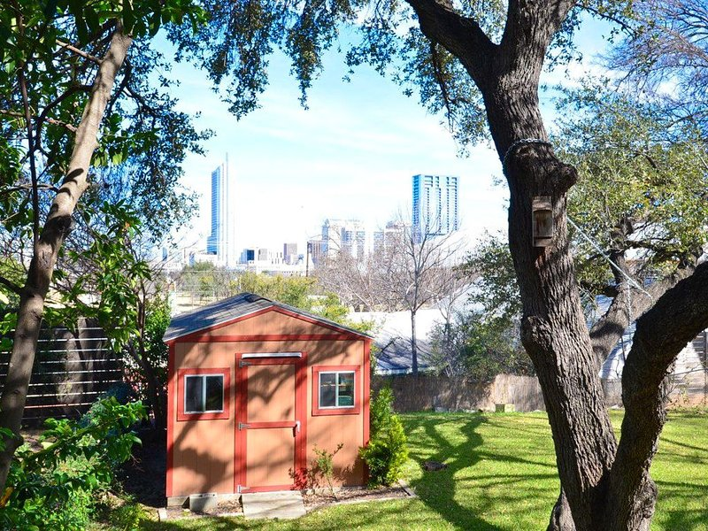 2BR Welcome to Chill Ville- Austin's Hip New Hangout!  Fall Discounts, vacation rental in Austin