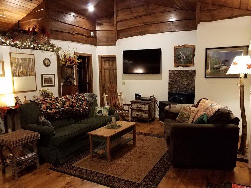 RIVERFRONT ADIRONDACK LOG CABIN, vacation rental in Stony Creek