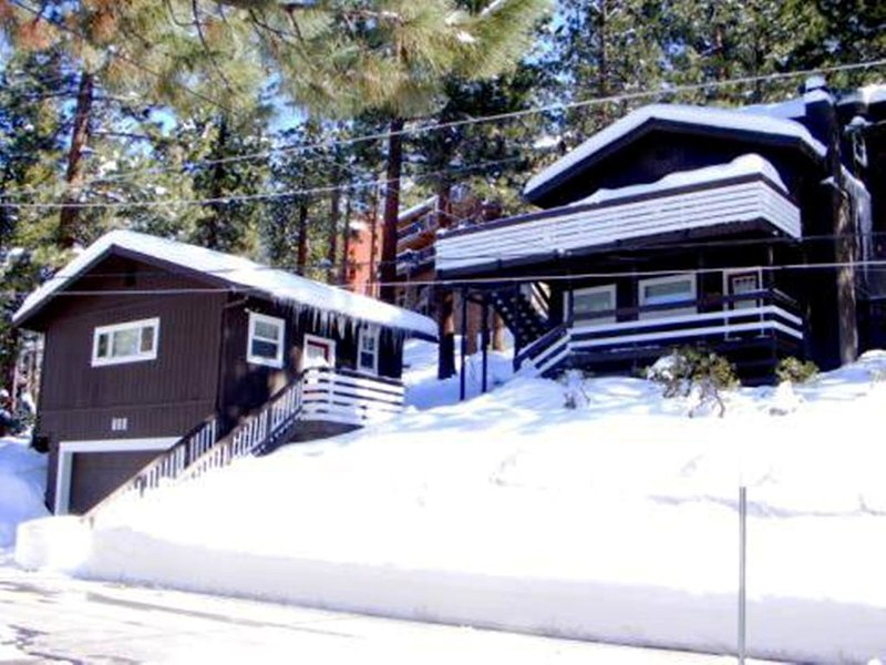 Book at least 2 nights in April we will pay the VRBO Service Fee,!, alquiler de vacaciones en Lago Tahoe
