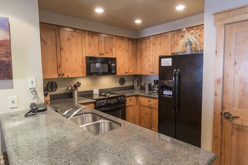 Morning Eagle 113 is a deluxe 2-bedroom, 2-bath corner condo unit - Ski in/Ski, alquiler de vacaciones en Polebridge