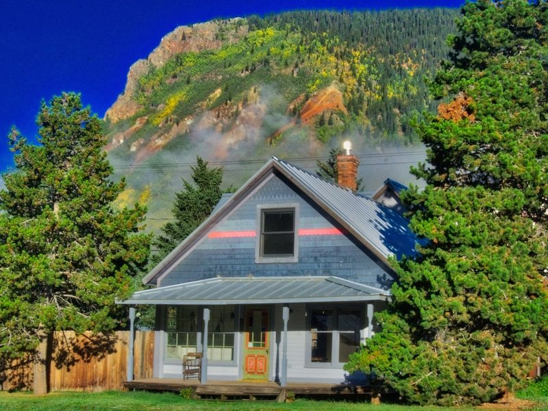 Newly Remodeled 1889 Historic Downtown Vacation Rental, vacation rental in Silverton