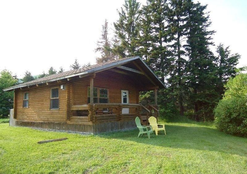 Cajun Cedar Log Cottages 2 Bdrm - Cape Breton Unit 2, vakantiewoning in Grand Etang