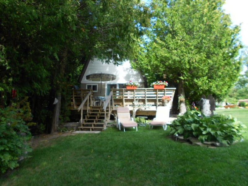 'COTTAGE LIFE AT IT'S BEST ON MANITOULIN ISLAND', vacation rental in Kagawong
