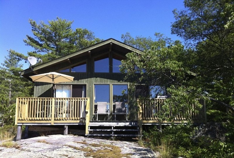 Book Early For Preferred Dates - Honey Harbour, holiday rental in Port McNicoll