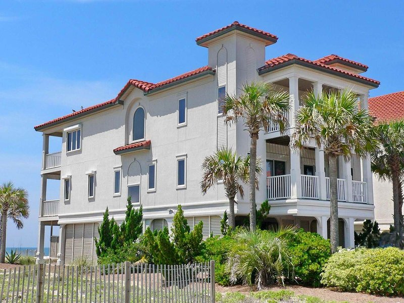 FREE BEACH GEAR! Beachfront, East End, Fireplace, Elevator, Wi-Fi, 5BR/5BA 'Sere, vacation rental in Carrabelle