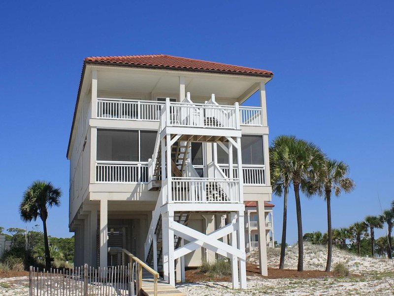 Sunset Beach Beachfront, Next to State Park, Bring the Pets! Hot Tub, Beach Gear, holiday rental in Carrabelle