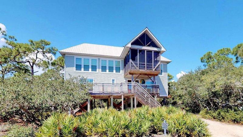 Popular, private Plantation retreat! Screened Porch, Fireplace, Wi-Fi, 4BR/3BA ', location de vacances à Apalachicola