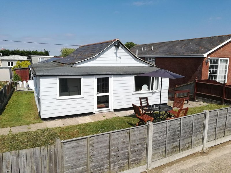3 bedroom bungalow on the beach front, holiday rental in West Mersea