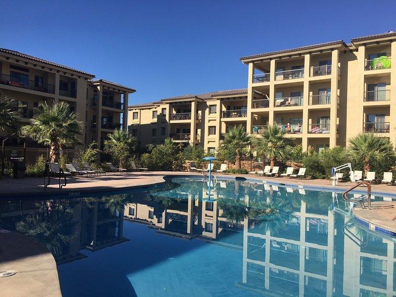 SLEEPS 8~Ground Floor New~Estancia Resort w/Large patio~Fast WiFi-Heated POOL!!, location de vacances à Saint George