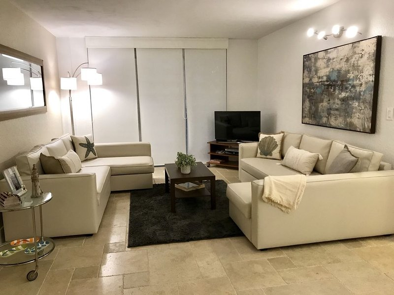 Amazing oceanview apartment on Hollywood Beach - EXCELLENT LOCATION, holiday rental in Hollywood