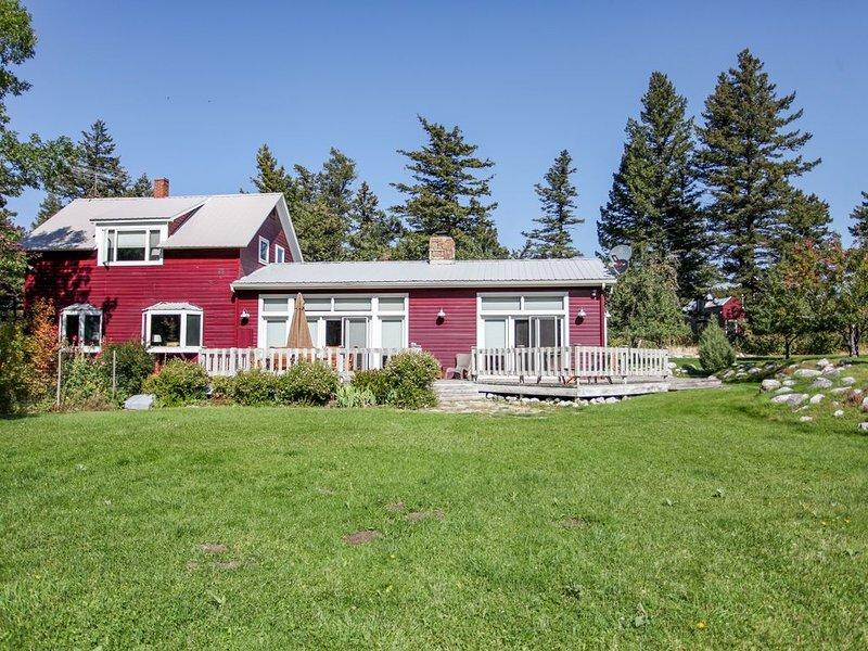 Spectacular Views & Spacious Living in Private Authentic Montana Setting, location de vacances à Livingston