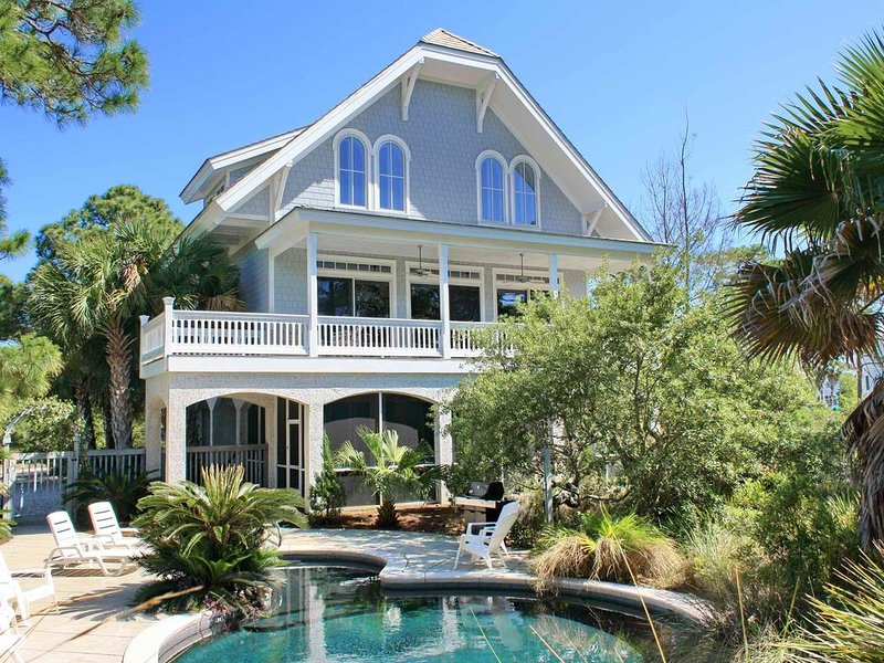 FREE BEACH GEAR! Plantation, Pool, Screened Porch, Fireplace, 5BR/5.5BA 'Camelot, holiday rental in Apalachicola