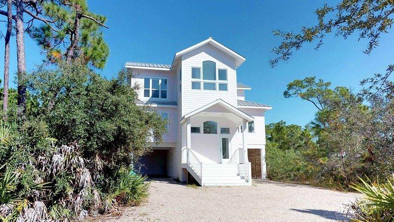 FREE BEACH GEAR! Plantation, Pets, Pool, Fireplace, Elevator, 3BR/3.5BA  'A Merm, holiday rental in Apalachicola