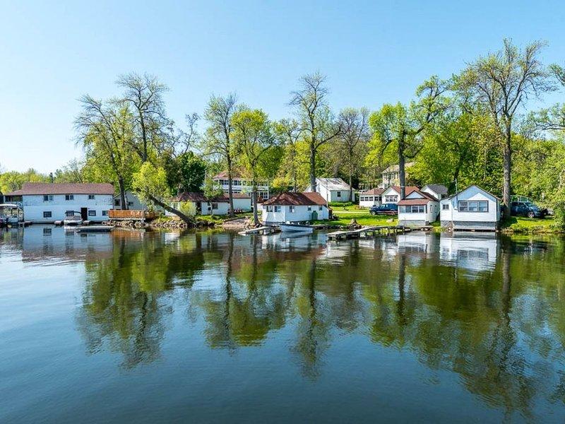 Plank Road Cottages & Marina - 1 Bdrm - Rice Lake - Gore's Landing, alquiler de vacaciones en Cobourg