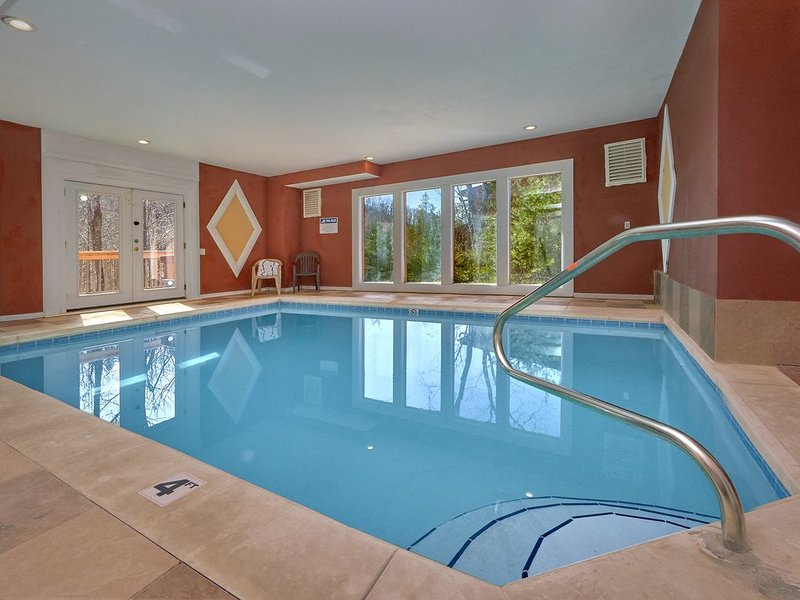Private Heated Indoor Pool and Theater Room - Sleeps 18 Guests, vacation rental in Cosby
