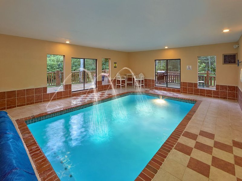Experience The Ultimate Getaway - 6 Br 6 Ba - Private Pool - Theater Room, holiday rental in Hartford