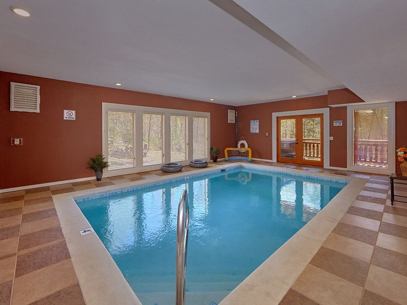 Enjoy your private indoor pool and theater.   Minutes to National Park!, vacation rental in Cosby