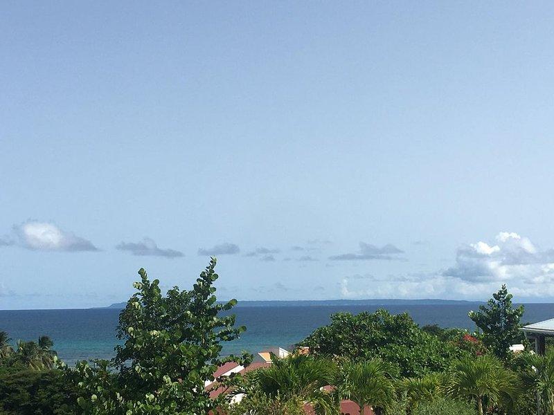 Villa de charme vue mer panoramique au calme, au fond d'une impasse, vacation rental in Saint Francois