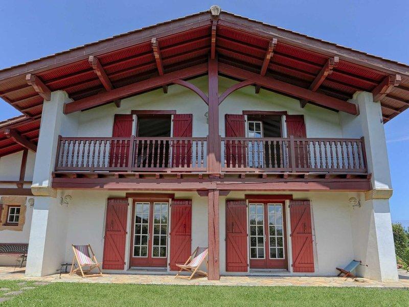 Urrugne ⎜Belle maison basque lumineuse 8 p. · Jardin · Vue montagne unique, holiday rental in Urrugne