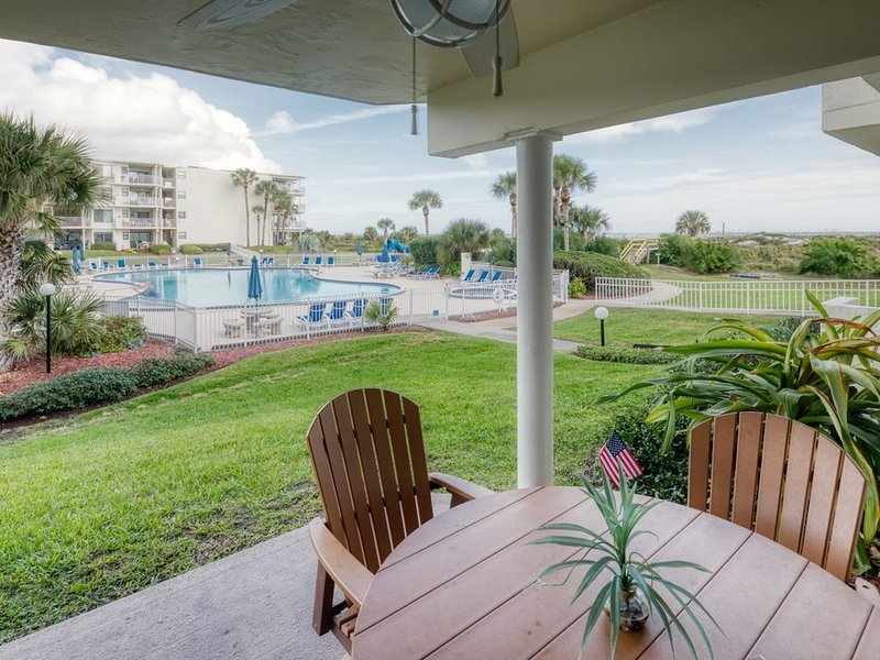 Newly Renovated Ground Floor Condo with Great Pool Access at Colony Reef Club, location de vacances à Crescent Beach